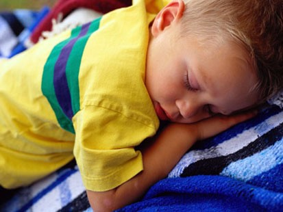 http://www.thefashionablebambino.com/wp-content/uploads/2009/07/sleeping-child4.jpg